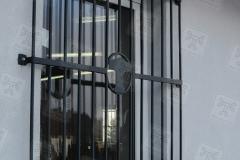 Fenstergitter-bei-der-Schweißerei