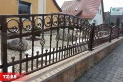 Zäune-aus-Stahl-in-Antik-Kupfer-thor-aus-Polen