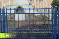 Zaunfelder-in-Blau-Farbe-thor-aus-Polen
